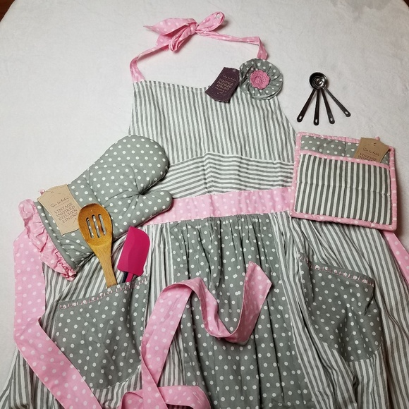 Sur La Table Vintage Inspired Apron Set Nwt